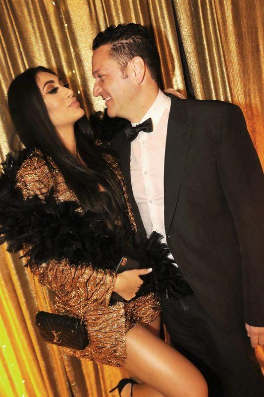 Monique Guichard e Luciano Saporiti em cena black & gold na Beira-mar Norte – crédito Angelo Santos