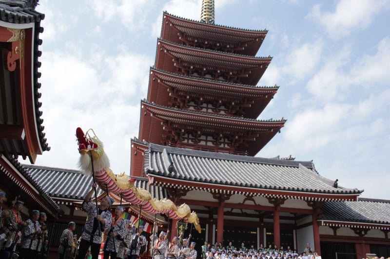 O templo budista Senso-ji é uma boa opção para quem quer relaxar, meditar e ainda conhecer um lugar bacana - © TCVB - © TCVB/Rota de Férias/ND