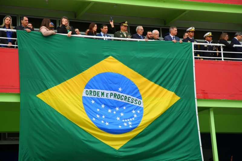 Autoridades compareceram ao desfile em Florianópolis - Leonardo Sousa/PMF/Divulgação