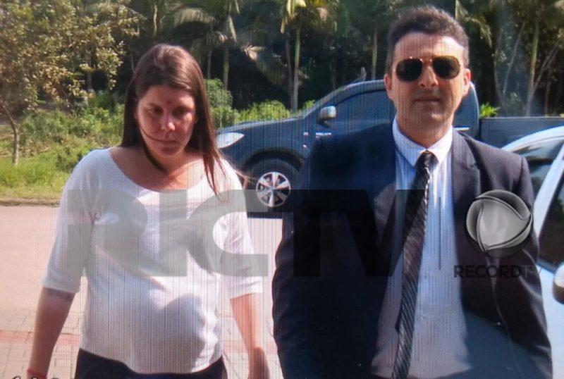 Magali prestou o primeiro depoimento sobre o caso na semana passada acompanhada do advogado – Jonathan Rocha/RICTV
