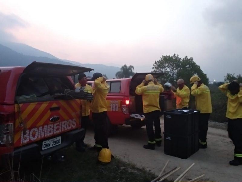 Equipe do Corpo de Bombeiros de Criciúma também está prestando auxílio - Marcela Ximenes/ND
