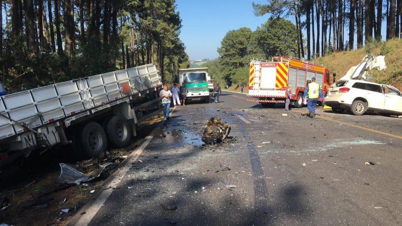 Trânsito ficou interrompido no local - RICTV/Divulgação/ND