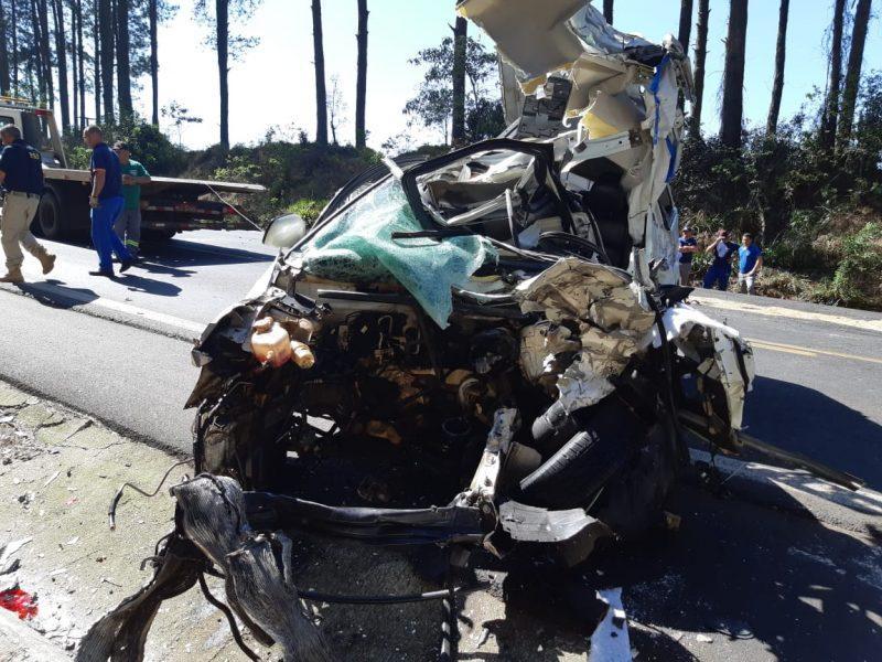 Automóvel ficou destruído - PRF/Divulgação/ND