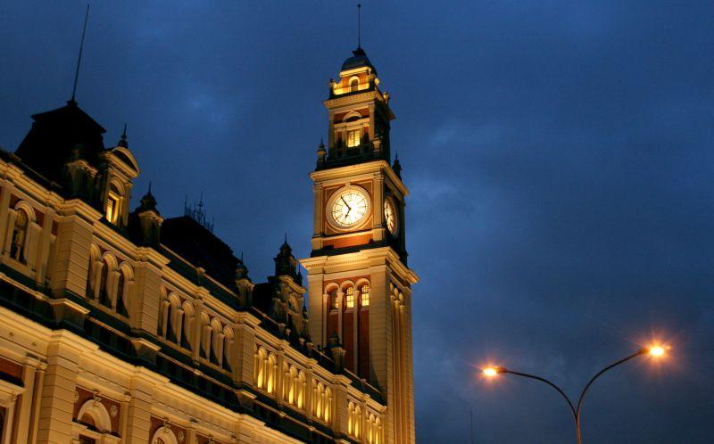 Conheça os principais pontos turísticos de São Paulo - A Estação da Luz abriu as portas em 1901. Ela foi construída com estruturas trazidas da Inglaterra. A intenção era