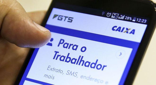 A solicitação de saque do FGTS deve ser feita pelo aplicativo – Foto: Marcelo Camargo/Agência Brasil/Divulgação/ND