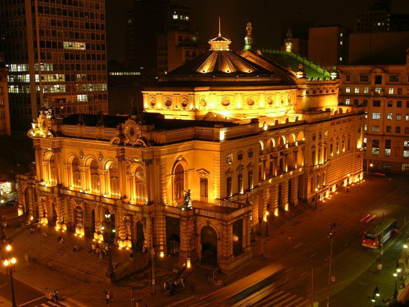 O Theatro Municipal de São Paulo encanta os visitantes com suas estruturas clássicas e vitrais. Ao visitar a cidade, vale a pena conferir a programação e assistir a uma apresentação por lá - Jefferson Pancier/SPTuris - Jefferson Pancier/SPTuris/Rota de Férias/ND