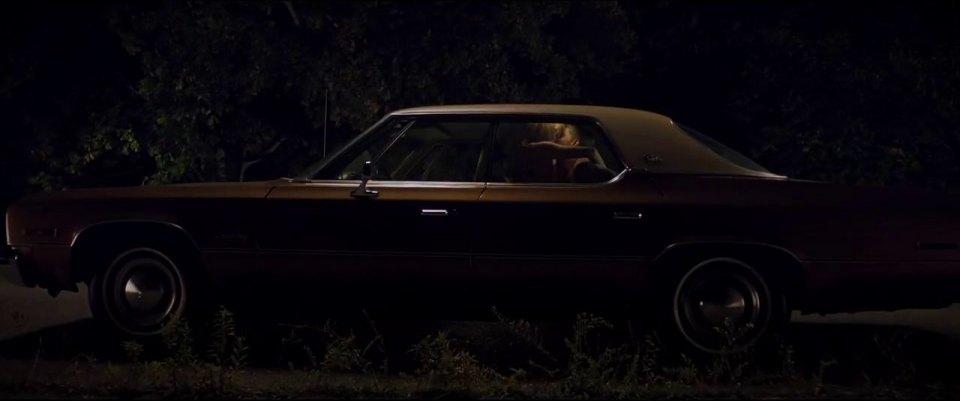 Uma noite de curtição com uma desconhecido em um carro, e a jovem Jay contrai uma força maligna, que passa a persegui-la. O carro protagonista do filme Corrente do mal é um Dodge Plymouth Gran Fury de 1975 - Crédito: Reprodução/IMCDB - Crédito: Reprodução/IMCDB/Garagem 360/ND