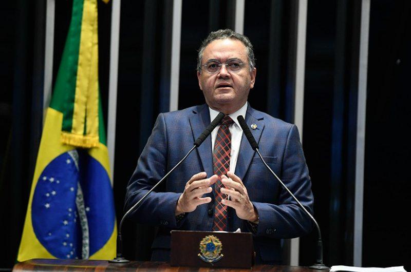 Relator Roberto Rocha apresenta parecer de reforma do Senado sem CPMF e sem desoneração – Reprodução/Senado Federal