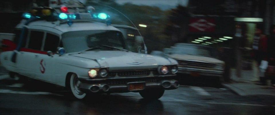 Em Os Caça-Fantasmas, quatro especialistas no assunto usam um Cadillac 1959 para correr atrás fantasmas que podem possuir seres humanos - Crédito: Reprodução/IMCDB - Crédito: Reprodução/IMCDB/Garagem 360/ND