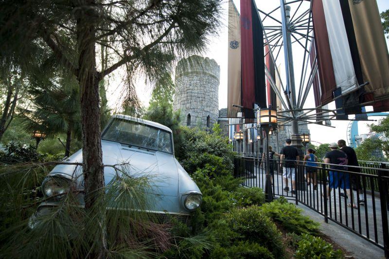 O carro voador que Rony e Harry usam para chegar a Hogwarts em