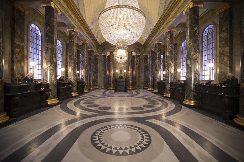 Ao entrar em Gringotts, os visitantes se deparam com o grande salão principal. No mundo bruxo, o banco é considerado o local mais seguro do planeta - Divulgação - Divulgação/Rota de Férias/ND