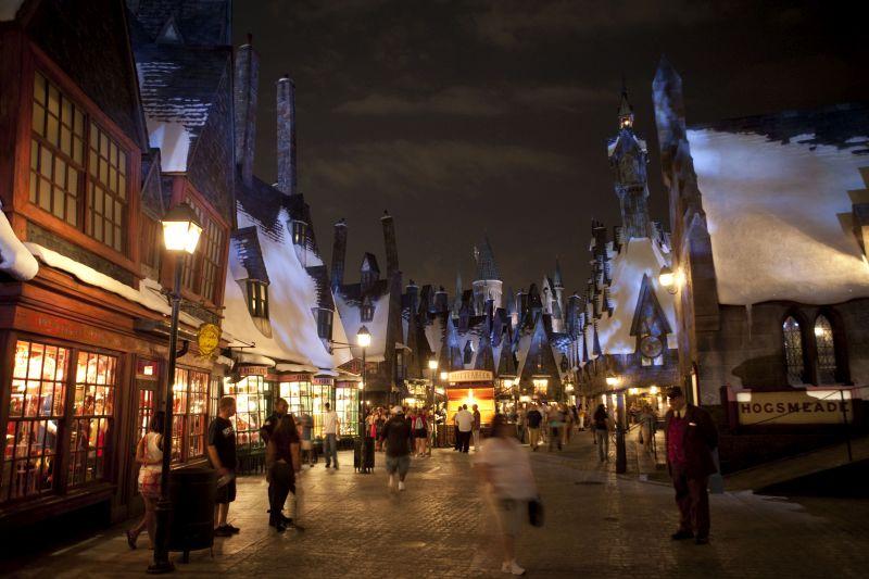 O vilarejo de Hogsmeade fica nas redondezas do castelo. Ele é bem fiel ao ambiente retratado nos filmes da franquia - Divulgação - Divulgação/Rota de Férias/ND