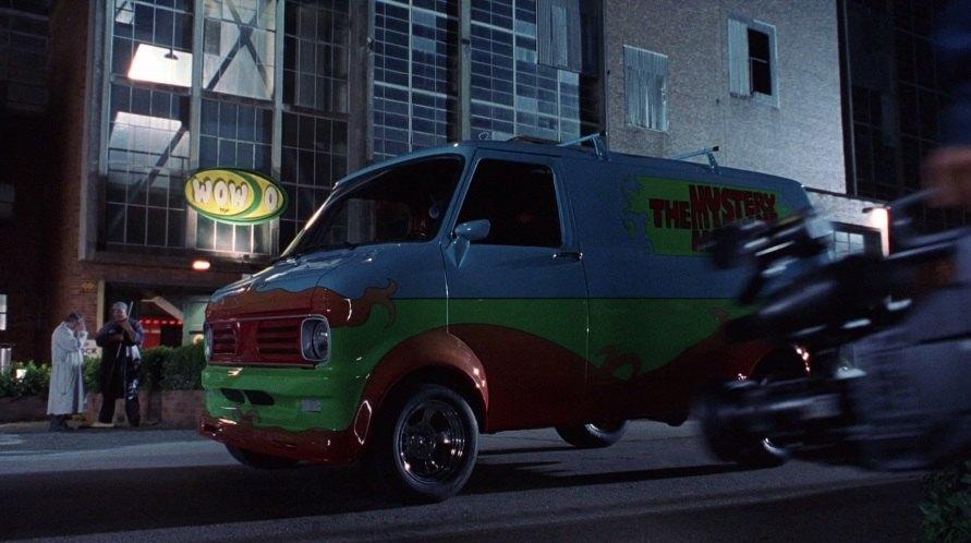 E quem não lembra da mais famosa equipe para resolver mistérios? Em Scooby-Doo, O Filme, Salsicha e seus amigos entram em mais uma aventura e o modelo Bedford CF é a máquina de mistérios da turma - Crédito: Reprodução/IMCDB - Crédito: Reprodução/IMCDB/Garagem 360/ND