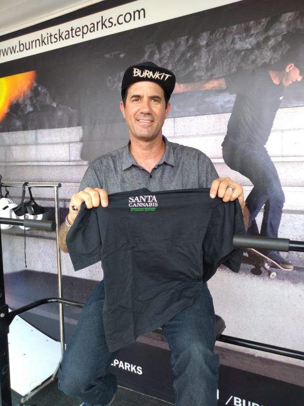 Bob Burnquist, dez vezes campeão brasileiro de skate, recebeu camiseta da associação e manifestou apoio à causa – Divulgação/ND