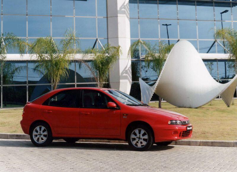 Sucessor do Tipo, Brava foi lançado no Brasil há 20 anos - Foto: Divulgação - Foto: Divulgação/Garagem 360/ND