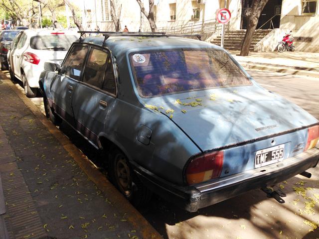Carros antigos e em mau estado de conservação chamam a atenção na cidade de Mendoza, no oeste da Argentina - Foto: Renata Turbiani/Garagem360 - Foto: Renata Turbiani/Garagem360/Garagem 360/ND