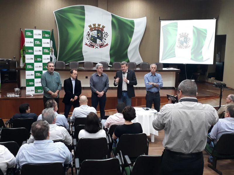 Ato de entrega ocorreu na Prefeitura de Chapecó – Foto: Bruna Gatto/Assessoria/ND