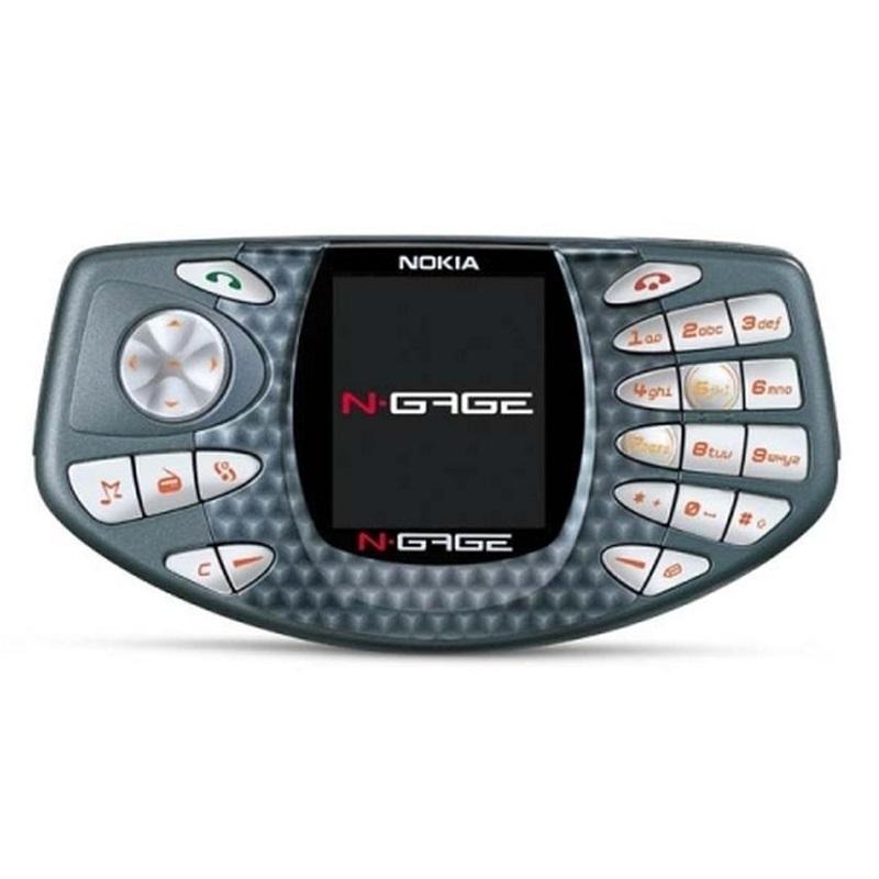 Nokia N-Gage (2003) – Este modelo foi concebido para rivalizar contra o GameBoy – isso mesmo. É que ele misturava celular com jogos mobile. O lançamento da Nokia não agradou ao público, que achava o formato desconfortável para realizar ligações. - Crédito: Divulgação/33Giga/ND