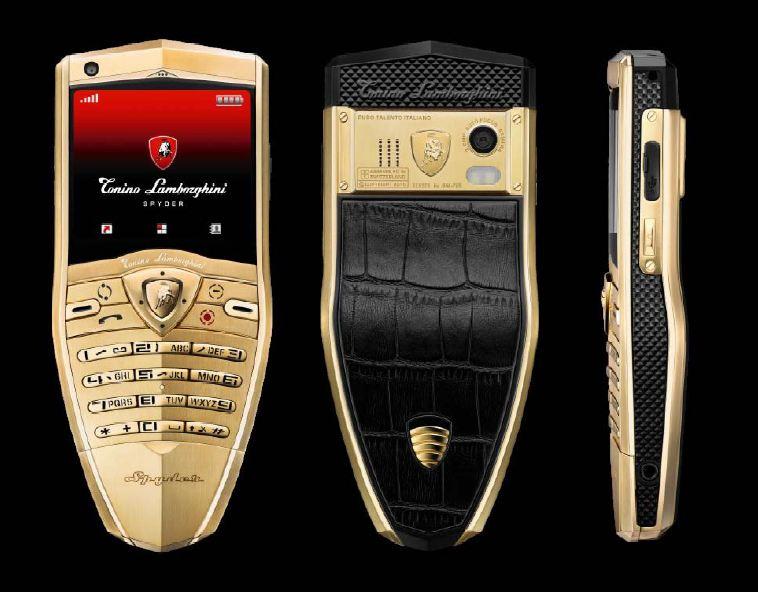 Tonino Lamborghini Spyder (2010) – O luxo e a beleza de uma Lamborghini não foram traduzidos para esse celular. O cobiçado aparelho vendido por € 2.200 tem acabamento em ouro e um formato bem estranho. Ah! Vale lembrar que, embora tenha sido lançado em 2010, ele não possuía suporte à rede 3G. - Crédito: Divulgação/33Giga/ND
