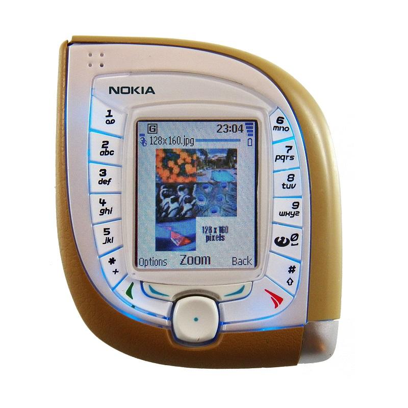 Nokia 7600 (2003) – Focado na personalização, este modelo tinha várias capas intercambiáveis. Entretanto, as teclas que contornavam a tela dificultavam o uso do aparelho. O design que lembrava um Tamagotchi também contribui para o fracasso nas vendas. - Crédito: Divulgação/33Giga/ND