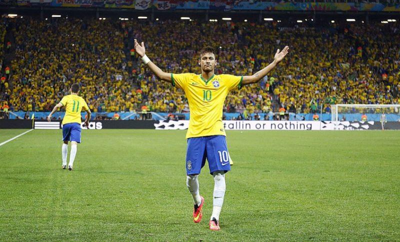 Copa do Mundo de 2014: Neymar foi muito bem na primeira fase do Mundial marcando 4 gols em 3 partidas. Porém, não foi notado nas oitavas e nas quartas. - Foto: Eduardo Viana/Lancepress