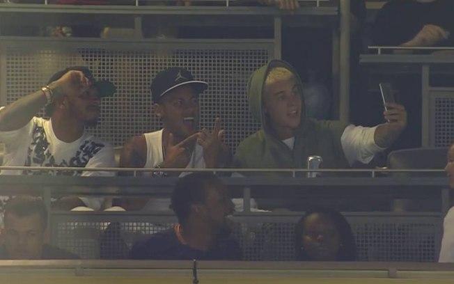 Copa América 2016: Não liberado pelo Barcelona, craque assistiu ao vexame brasileiro acompanhado do astro Justin Bieber e do piloto Lewis Hamilton. Eliminação na primeira fase. - Reprodução