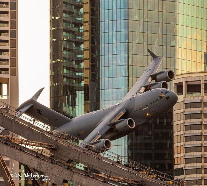 Antes do voo mais arriscado, os pilotos teriam treinado exaustivamente em simuladores - Facebook/Reprodução