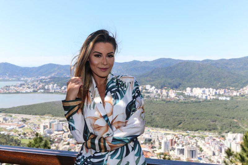 No reality show, Aricia trocou beijos com o DJ Netto Rodrigues. Agora, ela só pena em retomar as viagens a trabalho. - Anderson Coelho/ND