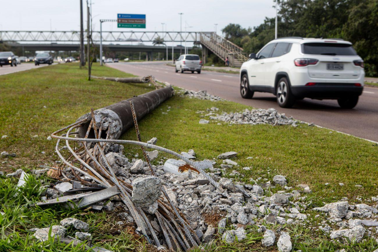 Poste destruído na Avenida Beira-Mar Norte, na Trindade - Flavio Tin/ND