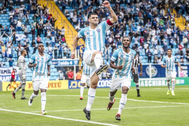 """Willian """"Batoré"""" ajudou o Avaí a voltar à Série A de 2016 para 2017 - Marco Santiago/ND"""