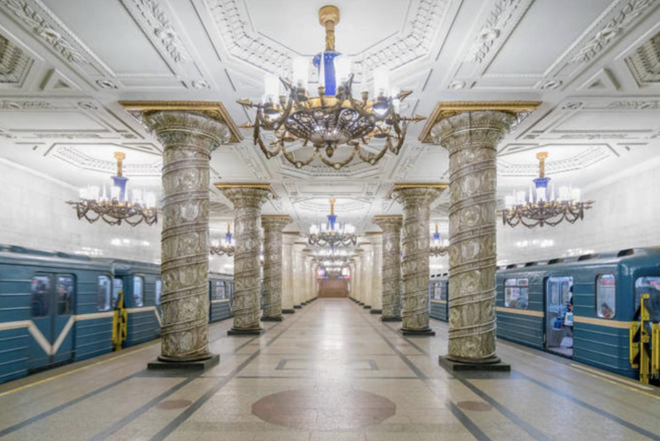 Viajando de trem por esses lugares, ele percebeu a beleza de tais locais - Reprodução Arte Colossal