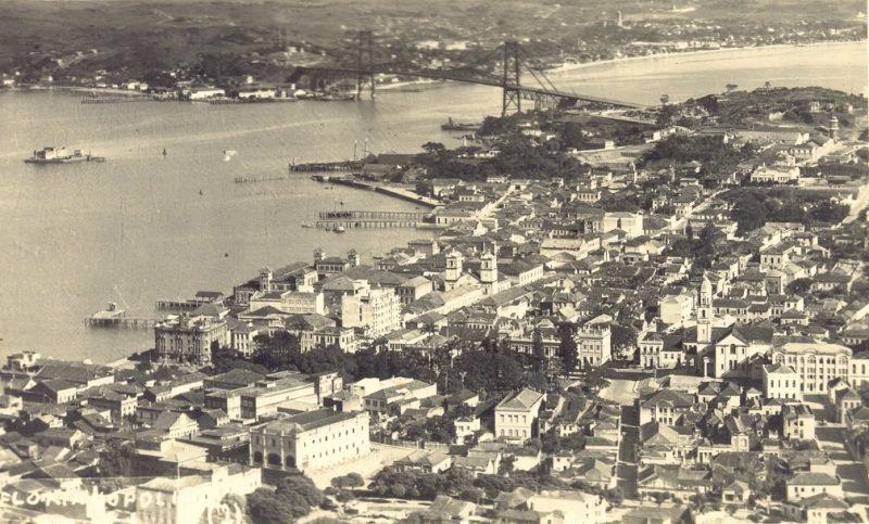Centro de Florianópolis quando ainda não havia o aterro - Divulgação/ND