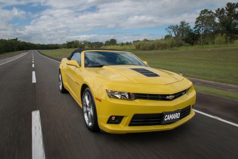 Chevrolet Camaro: a quinta geração do muscle car foi a responsável por ressuscitar o ícone norte-americano. Com design retrô, ela conquistou o mundo e se garantiu na lista - Foto: Divulgação - Foto: Divulgação/Garagem 360/ND