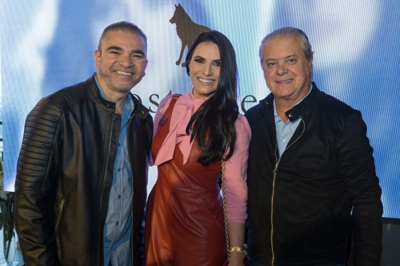 Delton Batista (à esq.) com Rose Campos Martorano e Egídio Martorano - Hermes Bezerra/Divulgação/ND