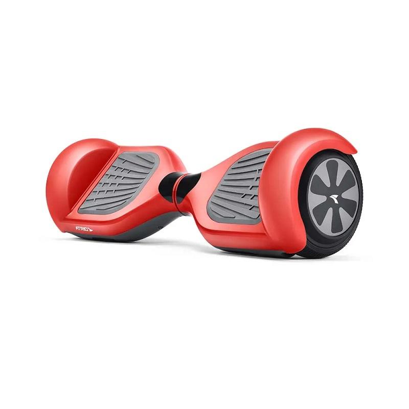 Hoverboard Slide, da Atrio – O hoverboard é uma espécie de skate elétrico mania entre crianças e adolescentes. Muito além de uma brincadeira, entretanto, o gadget é ideal para desenvolver o equilíbrio e a coordenação motora dos pequenos. Este modelo tem rodas de 6,5 polegadas e luz de LED frontal. Chega a uma velocidade de 10 km/h e suporta até 100 kg. Está disponível nas cores vermelho e preto. Preço sugerido: R$ 1.399. - Crédito: Divulgação/33Giga/ND