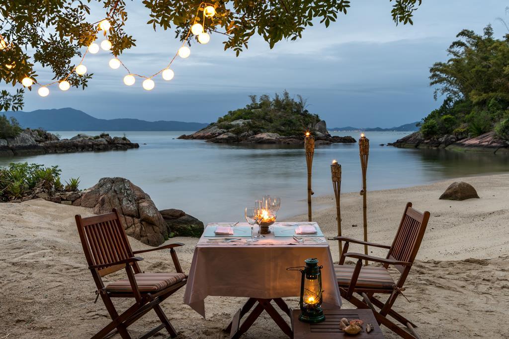 Quem quiser algo mais intimista pode reservar um jantar privativo na praia ou em uma ilha próxima ao resort. É o cenário perfeito para fazer aquele pedido especial - Divulgação - Divulgação/Rota de Férias/ND