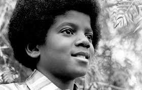 Michael Jackson começou sua carreira aos nove anos tocando junto com os irmãos, no Jackson 5. Na Motown Records, eles ficariam mundialmente famosos, entre eles, o caçula MJ - Divulgação/ND