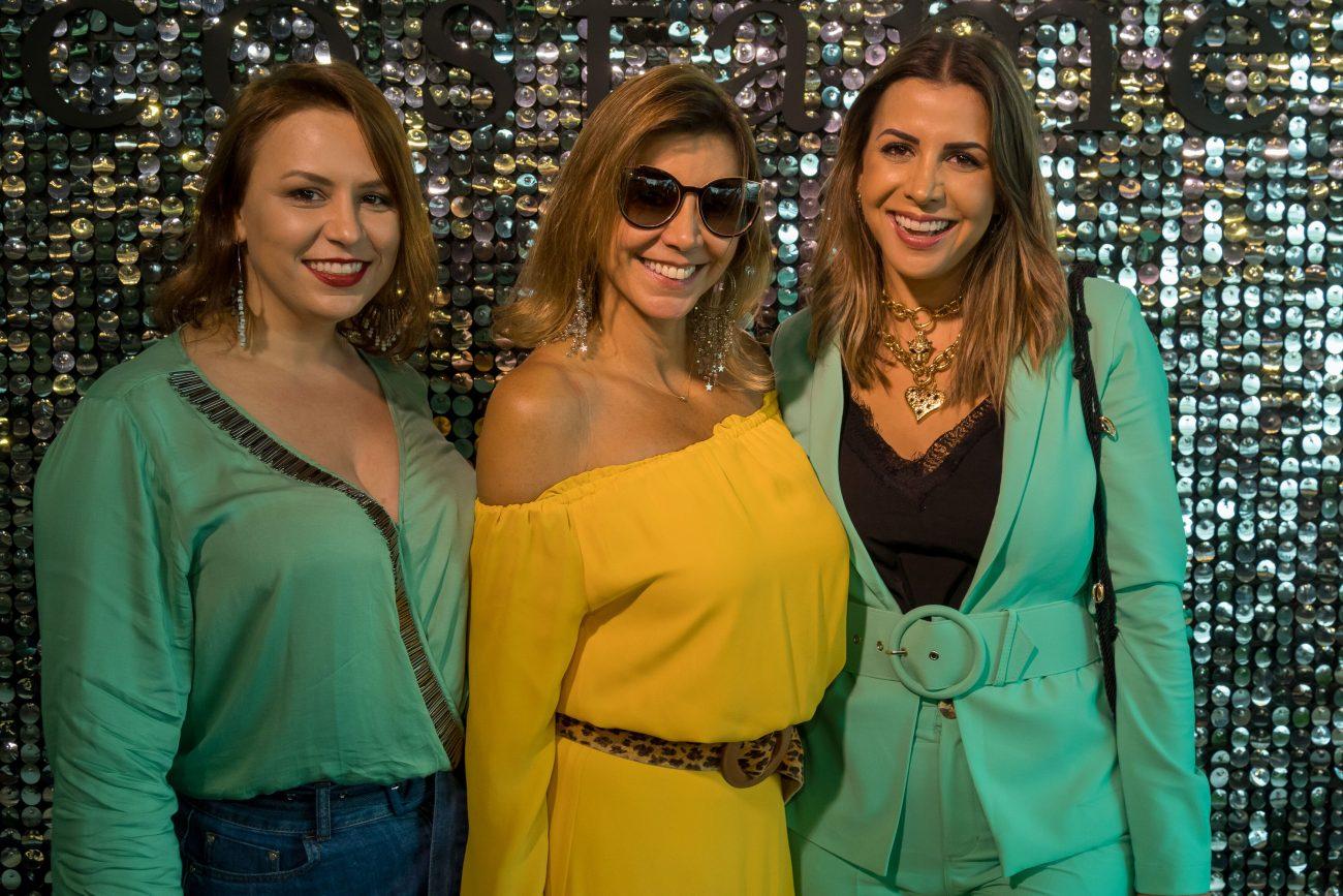 Marlene Huntt entre as filhas Nicole (à esq.) e Marina - Hermes Bezerra/Divulgação/ND