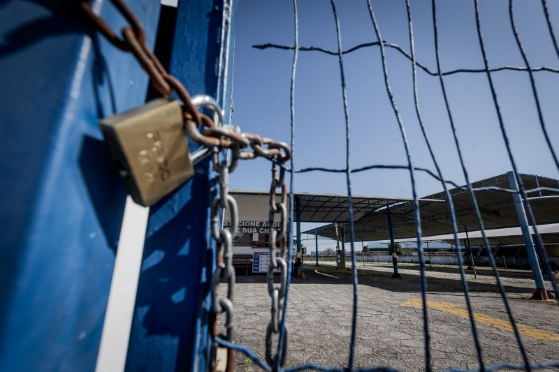 Alguns estabelecimentos do bairro Carianos já fecharam as portas com a transferência do aeroporto - Anderson Coelho/ND