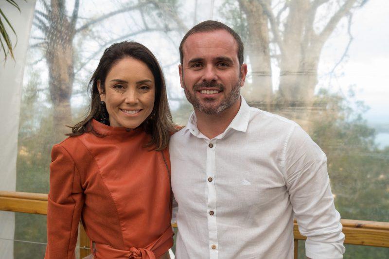Simone França, sócia da We Representações, parceira da grife na Capital, e o marido Daniel Oliveira - Hermes Bezerra/Divulgação/ND
