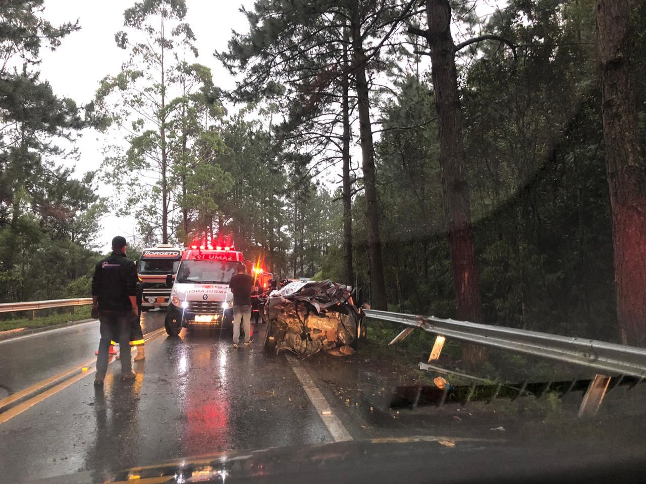 Acidente ocorreu com dois veículos, no km 49 - Divulgação/PRF/ND