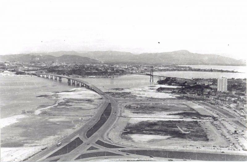 Aterro da Baía Sul ainda sem nenhum dos equipamentos que receberia nos anos seguintes, como o terminal rodoviário - Foto Arquivo Histórico/Divulgação/ND