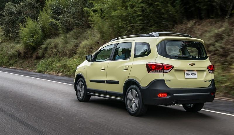 Quando a Chevrolet Spin foi reestilizada em 2018, a marca aproveitou para pintar a versão aventureira Activ na tonalidade Amarelo Stone - Foto: Divulgação - Foto: Divulgação/Garagem 360/ND