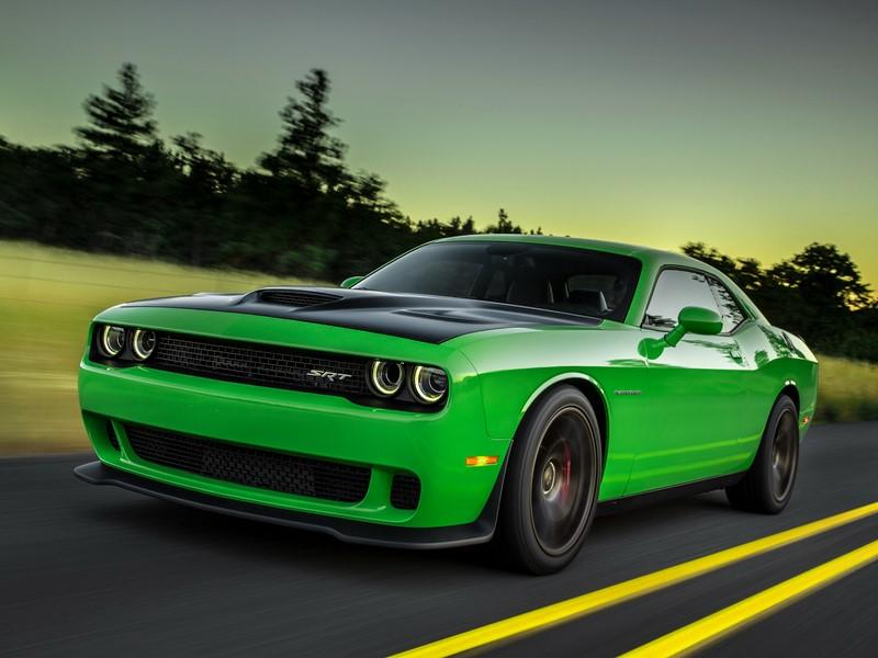Além do roxo Plum Crazy, a Dodge tem outras cores chamativas em seu catálogo, como este verde do Challenger Hellcat - Foto: Divulgação - Foto: Divulgação/Garagem 360/ND