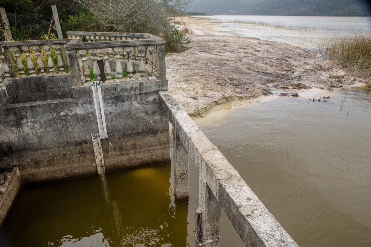 """De acordo com a assessoria de imprensa da Casan, """"não há comprometimento algum da captação de água"""" - Flavio Tin/ND"""