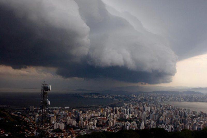 Cidades devem enfrentar temporais e mar agitado – Foto: Flávio Tin/Arquivo/ND
