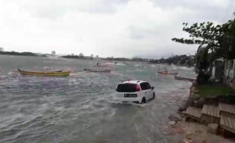 Aumento da maré na guarda do Embaú durante tsunami que atingiu SC em 2019