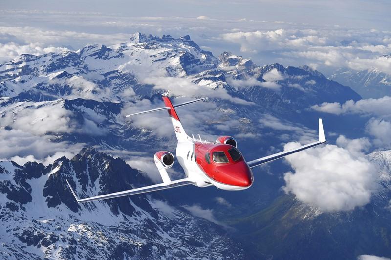 Honda: em 2003 a montadora anunciou o projeto do HondaJet, que seria o primeiro avião da empresa. Somente em 2015 é que a produção começou e ele passou a ser certificado para voar. Em 2017, a Anac também certificou o modelo no Brasil e ele já é vendido no mercado nacional - Foto: Divulgação - Foto: Divulgação/Garagem 360/ND