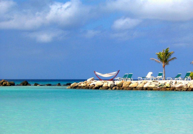 Aruba é uma ilha independente, dentro do Mar das Caraíbas. Fica a 20 minutos de barco da costa da Venezuela. Belas praias, cassinos, bares e lojas de grife são atrativos por lá - Salvatore.Freni on Visualhunt.com / CC BY - Salvatore.Freni on Visualhunt.com / CC BY/Rota de Férias/ND