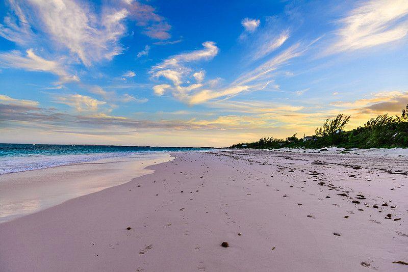 Bahamas também fica no arco das Antilhas e próxima de Miami, nos Estados Unidos. Praias desertas e mar transparente são alguns dos atrativos da região - solarnu on Visualhunt.com / CC BY-NC-SA - solarnu on Visualhunt.com / CC BY-NC-SA/Rota de Férias/ND